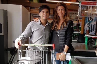 Juliana Awada took pictures with other trade clients