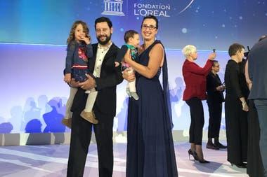 María Molina, junto a su marido y sus hijas