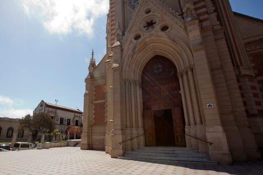La catedral, en primer plano, con gran influencia en la sociedad sanisidrense, según la descripción de Cassese. Foto: LA NACION / Guadalupe Aizaga