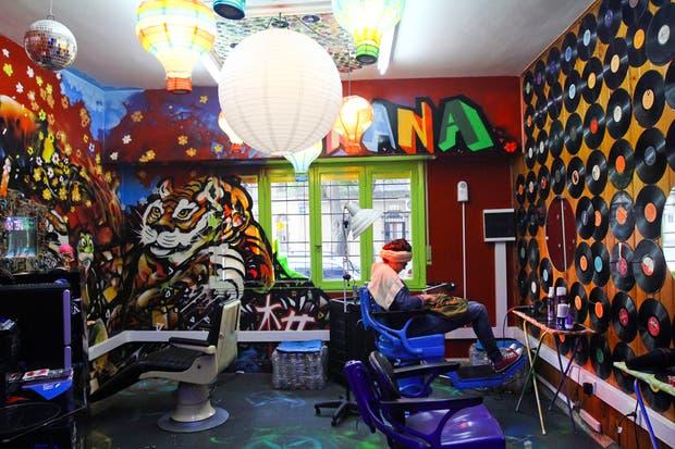 Prana es más que una peluquería, es un espacio donde se fusionan moda, arte y pelo. Foto: Matías Aimar