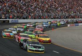 En las carreras de NASCAR en Estados Unidos el piloto va a la izquierda del auto, lejos de las paredes de protección