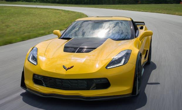 Tras cinco décadas y varias generaciones, el Corvette sigue exhibiendo una silueta inconfundible. Además, tarda 2,9s en acelerar de 0 a 100 km/h