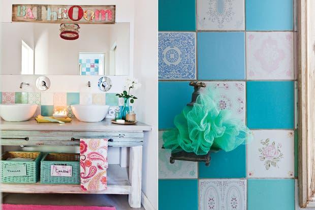 Este baño, que comparten tres hermanos, tiene un revestimiento de azulejos de los años 60 que la dueña de casa consiguió en diferentes partidas.  /Santiago Ciuffo