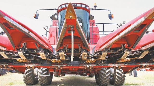 Las cosechadoras usadas, como este modelo de Case IH, han inundado el mercado secundario estadounidense.