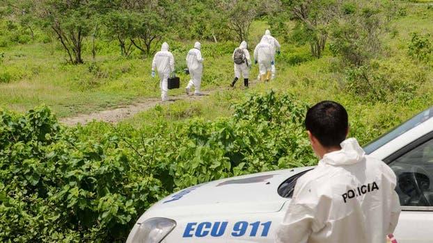 Los peritos, en busca de nuevos indicios que ayuden a esclarecer el crimen. Foto: Omar Sotomayor