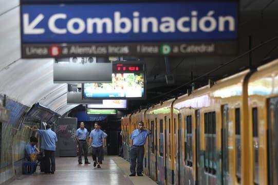 En  varias estaciones de subtes permanecen los trenes vacios. Foto: LA NACION / Ezequiel Muñoz