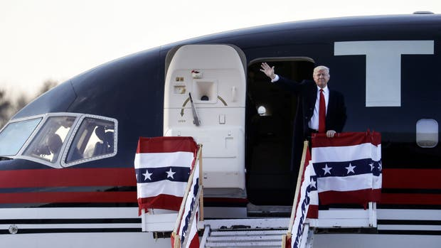 Donald Trump se moviliza en su avión privado