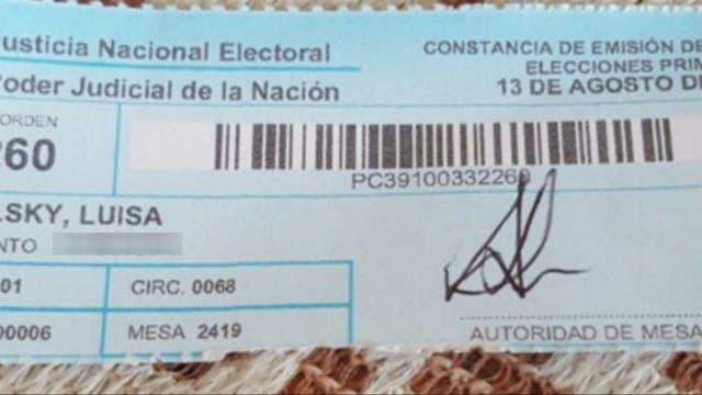 El talón comprobante de votación de Luisa en las PASO de hoy