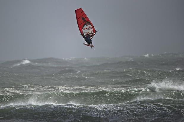 """""""Estaría un poco picado el mar hoy..."""".  /Fotos de EFE, AP, AFP y Reuters"""