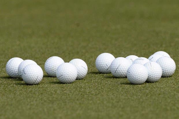 A la pelotita (?) lo que está la miss de hoy....  /AP, AFP, Reuters y EFE