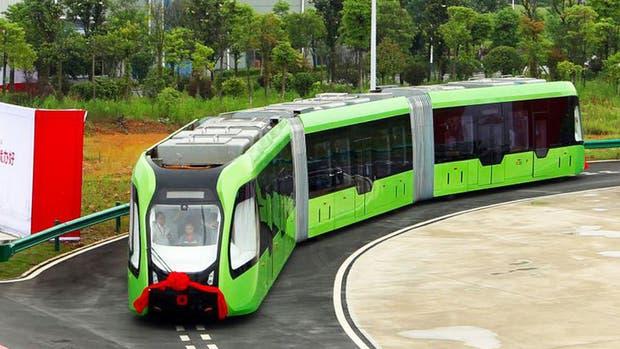 China presentó el primer tren que funciona sin vías