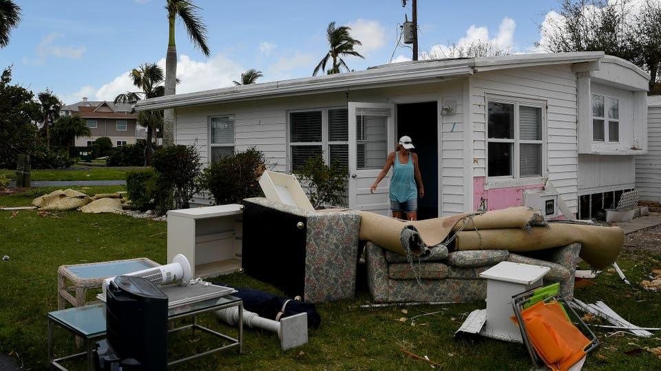 Los fuertes vientos derribaron líneas eléctricas y dejaron a 7,4 millones de hogares y comercios en Florida, Georgia, Carolina del Sur y Alabama sin energía. Foto: Reuters