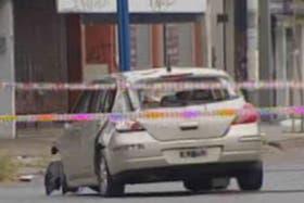 El auto quedó en medio de la avenida Rivadavia tras el incidente