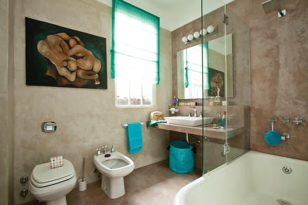 Griferia Para Baño Fv:Un baño con base de cemento y detalles aguamarina – Living – ESPACIO