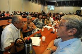 En un plenario de comisiones, diputados del oficialismo debatieron la denuncia de Nisman y criticaron la ausencia de Pollicita
