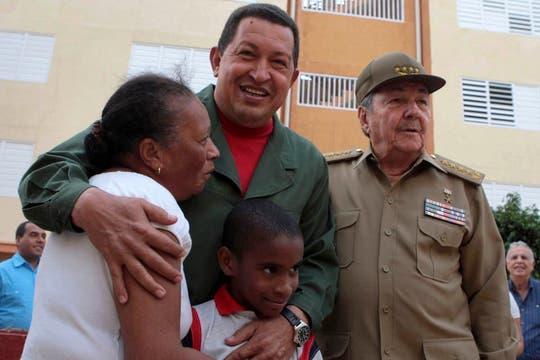 """Durante una visita a Raúl Castro en """"La Coronela"""" en Cuba en abril de 2010. Foto: Archivo"""