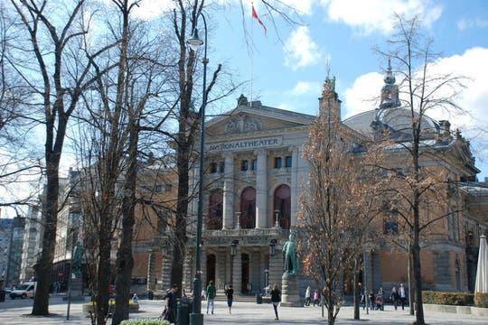 Teatro Nacional, uno de los epicentros culturales de la capital noruega. Foto: flickR / DrWho