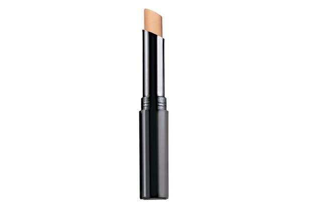 True Color, corrector facial en barra Ideal para cubrir manchas, granitos e imperfeccciones. $180, Avon.