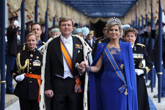 El rey y séquito se dirigen nuevamente al Palacio Real de Amsterdam. Foto: Reuters