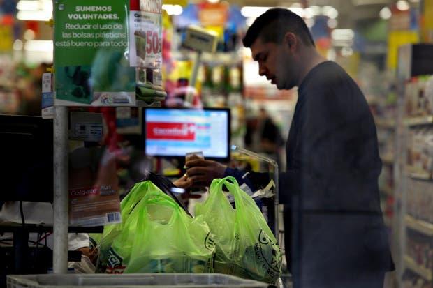 Los clientes de los supermercados tendrán que llevar su propia bolsa para hacer las compras