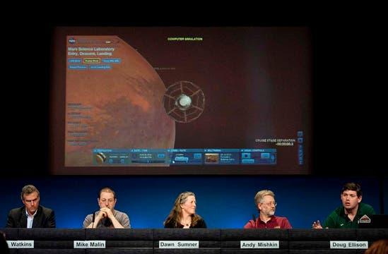 Científicos de la NASA explican los alcances de la misión espacial a Marte. Foto: AP