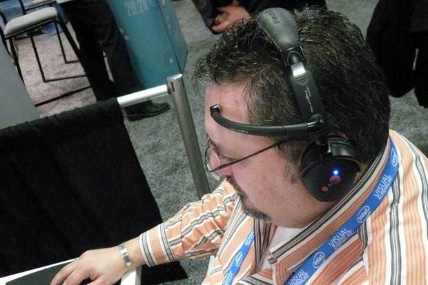 El dispositivo Mindset posee un sensor no invasivo que se ubica en la frente del usuario