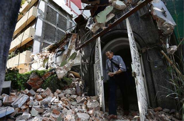 En la capital mexicana, el sismo hizo colapsar varias edificaciones