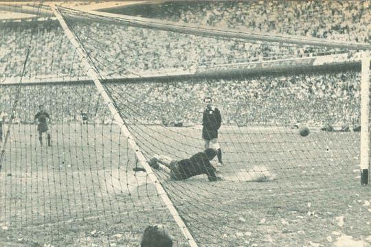 A 50 años, el Tano Antonio Roma revivió su tarde de gloria en la Bombonera. Foto: Revista El Gráfico