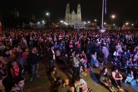 Familiares de las víctimas de la inundación de La Plata marcharon a la Casa de Gobierno bonaerense