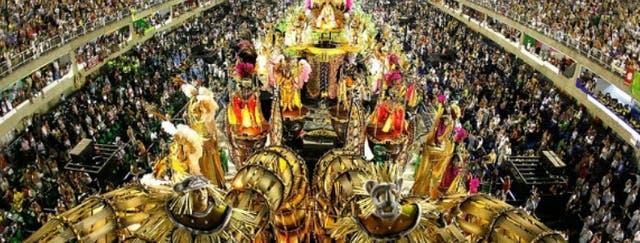 """El sambódromo ofrece muchas opciones para ver los desfiles de las """"scolas"""", incluyendo los camarotes VIP"""