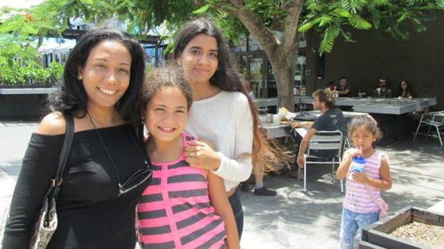 La venezolana Lisbeth Alcalá llevó a su familia de paseo a Wynwood. La única medida que tomaron fue ponerse repelente contra mosquitos