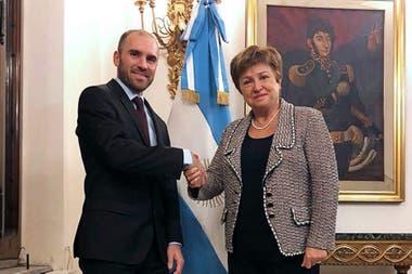 Martín Guzmán y Kristalina Georgieva (FMI); el apoyo del fondo será crucial para negociar la deuda, dicen los economistas