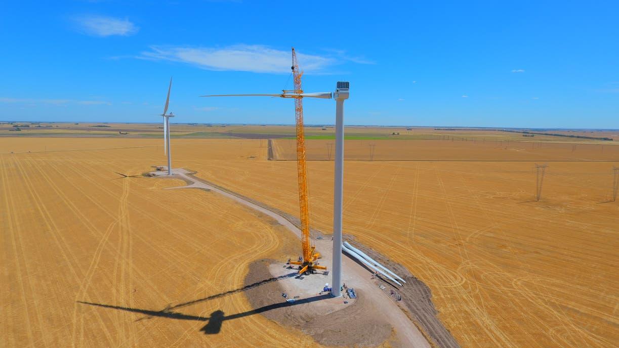 Avanzan los trabajos de instalación de aerogeneradores en el Parque Corti, que Pampa Energía tiene previsto poner en funcionamiento en el próximo mes de mayo.
