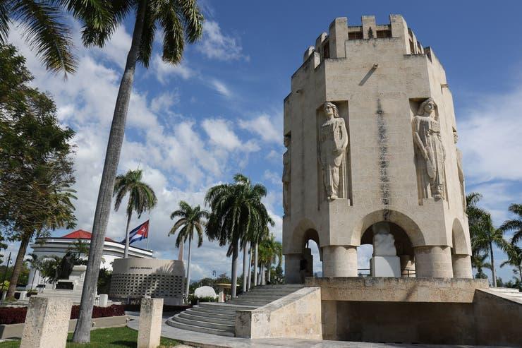 El Mausoleo hexagonal de José Martí. Su féretro está cubierto por la bandera cubana. Autor: Soledad Gil