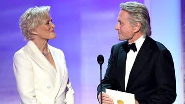 Glenn Close y Michael Douglas entregaron uno de los premios del Sindicato de Actores el pasado enero, más de 30 años después de rodar juntos Atracción fatal.