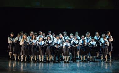 El Coro Nacional de Niños se sumó en el último cuadro de Niñotierra, obra especialmente creada para esta gala Danzar por la Paz