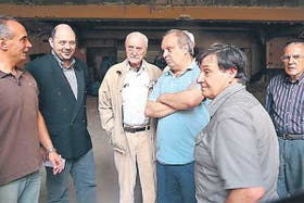 Rottemberg, Martínez Suárez y el ministro Lombardi, junto a los vecinos de Mataderos