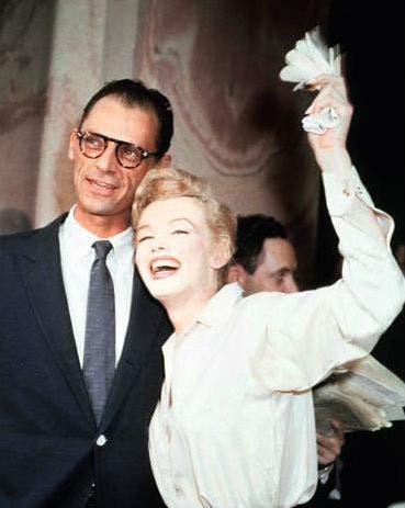 La extraordinaria Marilyn Monroe y el talentoso Arthur Miller se casaron el 29 de junio de 1956. Sin embargo, el amor entre la bella y el genio duró tan sólo cinco años... Foto: /The Kobal Collection