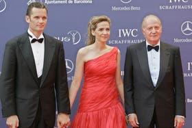 Cristina, junto a su esposo y su padre, el rey Juan Carlos