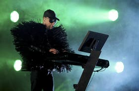 Chris Lowe, teclados espinosos