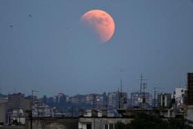 Esta madrugada la luna se verá rojiza