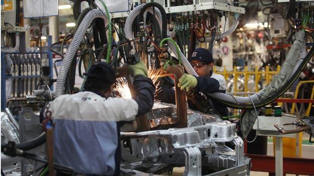 La actividad económica argentina acumuló una caída del 2,3 % en 2016