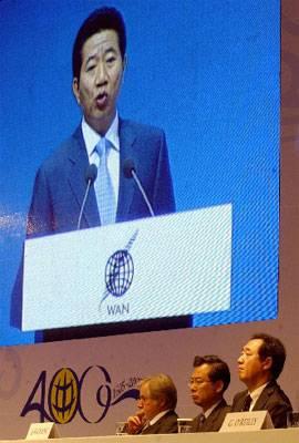 El presidente de Corea del Sur, Roh Moo-Hyun, inaugura el congreso de la WAN ante un público integrado por profesionales de la comunicación