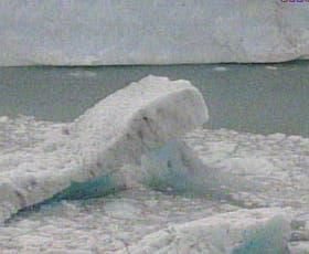 Témpanos de hielo tras el rompimiento
