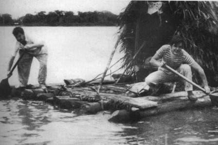 Guevara y Granado en la balsa Mambo-Tango navegando por el Amazonas. Foto: Fotografía del libro Che Guevara, la vida en juego