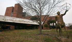 Las instalaciones del COE soportan un creciente deterioro
