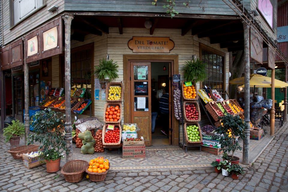 Sentite de viaje en el Mercado de Maschwitz  Candelaria Palacios