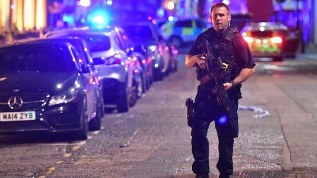 Una camioneta atropelló a varias personas en el puente de Londres