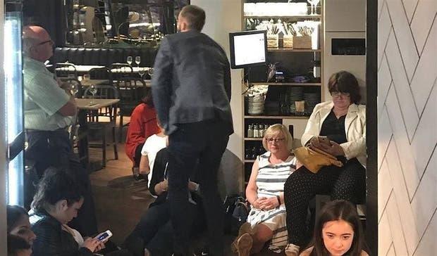Algunos se refugiaron en un restaurante