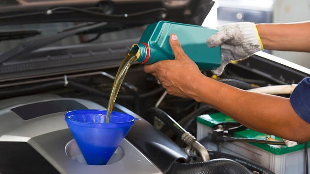 Es fundamental cambiar el aceite cuando se cumpla su vida útil; de ese modo, se evitarán daños en el motor